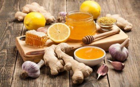 Dưỡng da bằng hỗn hợp tỏi và mật ong