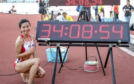 Nguyễn Thị Oanh lập kỷ lúc trên đường chạy 10.000m