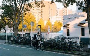 Không tùy tiện lấy xe đạp dựng bên đường