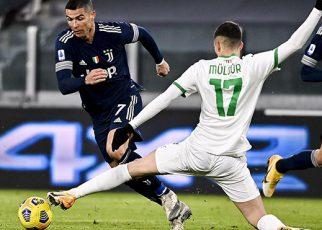 Ronaldo đi vào lịch sử với thành tích ghi bàn khủng